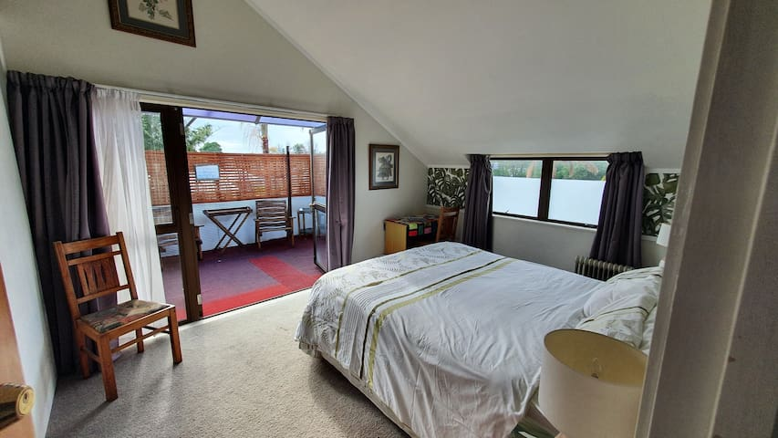 Balcony room with King Bed & breakfast