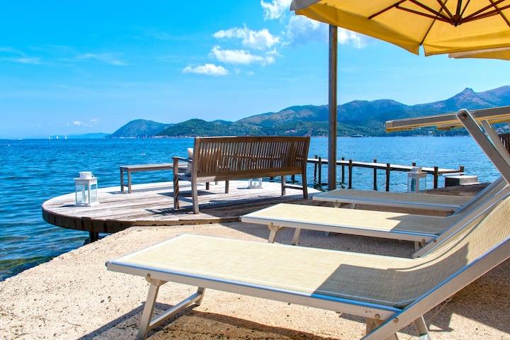 Esclusiva villa  sul mare libera 14.08-21.08