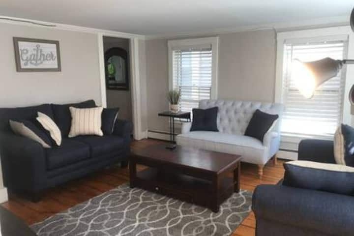3 bedroom ideal location to all of Newport's Best!