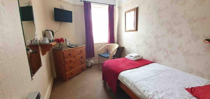 108 En Suite Single Room with Breakfast, near Pier