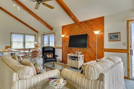 Sandy Paws -- Pet Friendly Oceanside Home in Port Trinitie, Duck