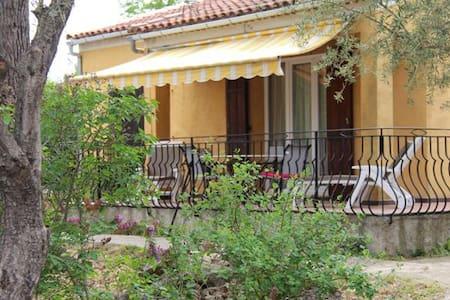 Villa de plein-pied, quartier résidentiel calme. - Saint-Maximin-la-Sainte-Baume - Villa
