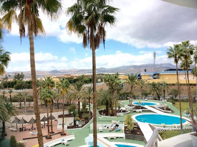 Room with friendly people in playa del ingles :) - Maspalomas