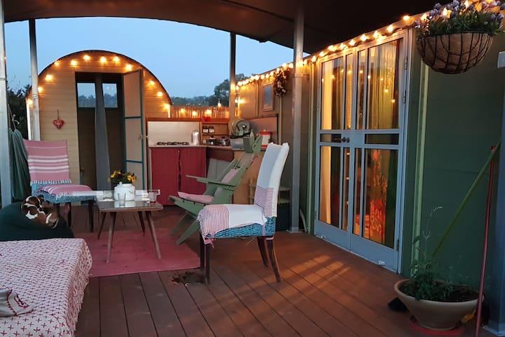 Magical Eco Vilage Getaway - Romantic Caravan w/AC