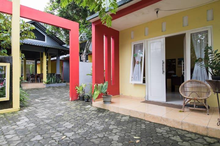 Borobudur Guest House - Borobudur - Ev