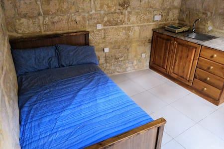 George's Apartment - Perfect location