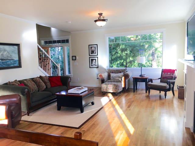 Newer Luxury Home, 8 Person Jacuzzi - Rockaway Beach - House