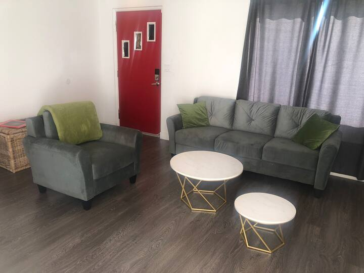 Cozy room 8 min walk to  Freemont St - Full bed