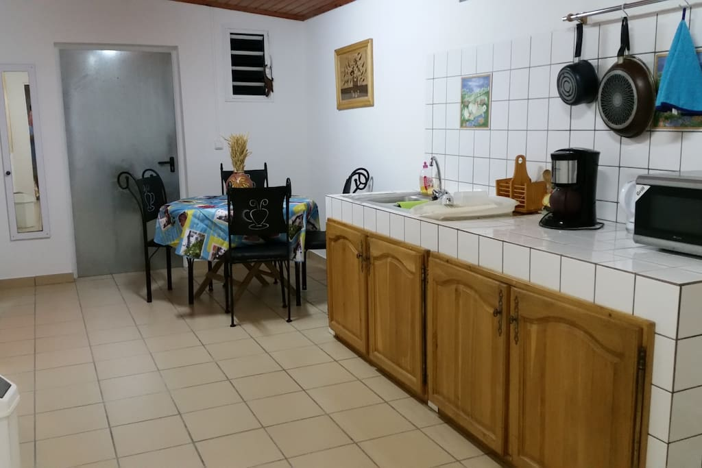 Salle à manger+vaisselle