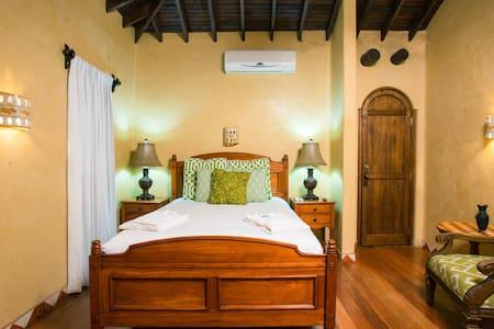Caribe Suite at Caribe Tesoro - West Bay