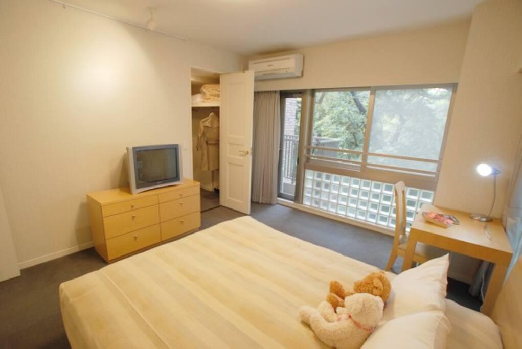Main Bedroom (Queen Size)