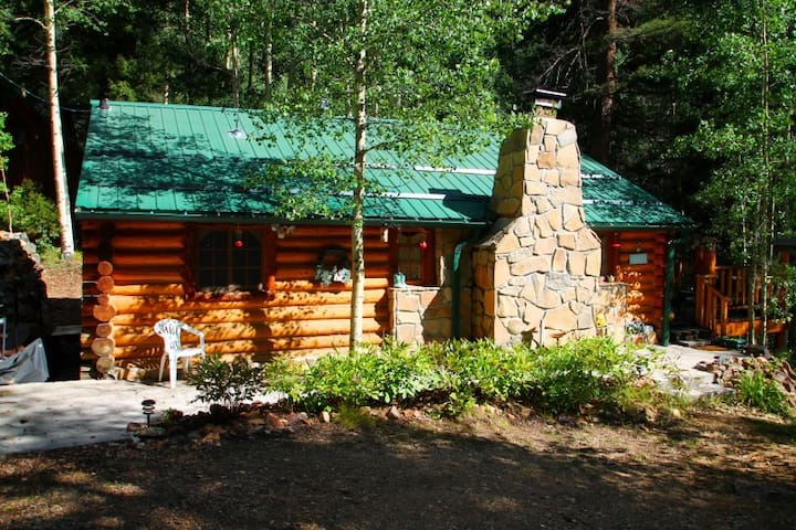 Cabin By The Creek - Log Cabin by Bittercreek, Great Deck, Fire Pit, Picnic Area, Hammock - Red River - Cabane