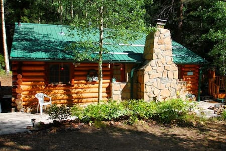 Cabin By The Creek - Log Cabin by Bittercreek, Great Deck, Fire Pit, Picnic Area, Hammock - Red River - Srub