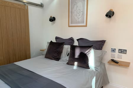 Self Contained Stylish Studio in Central Southsea