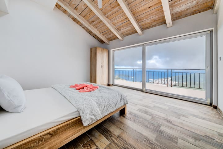 Wake up with amazing sea view!