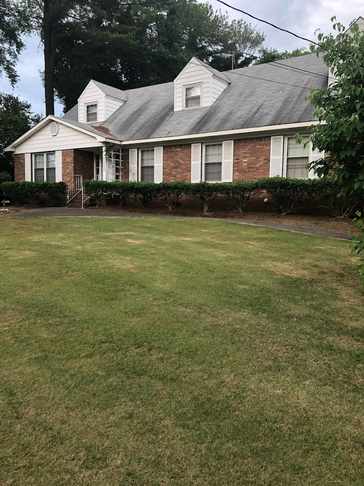 Split-Level 2BR/1BR Spacious Home in Center of HSV