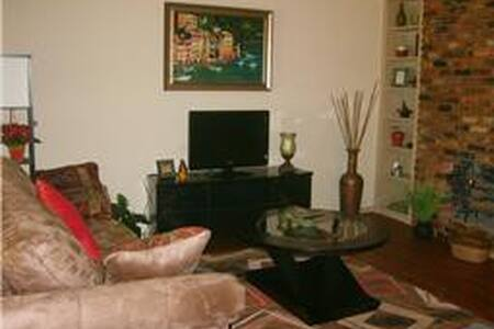 Luxury furnished condo, great Galleria location! - Houston