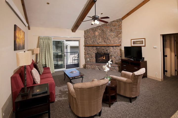 Avon luxury stay at Falcon Point! (2BR Weekly)