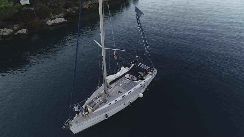 Stay On a Cosy Sail Yacht