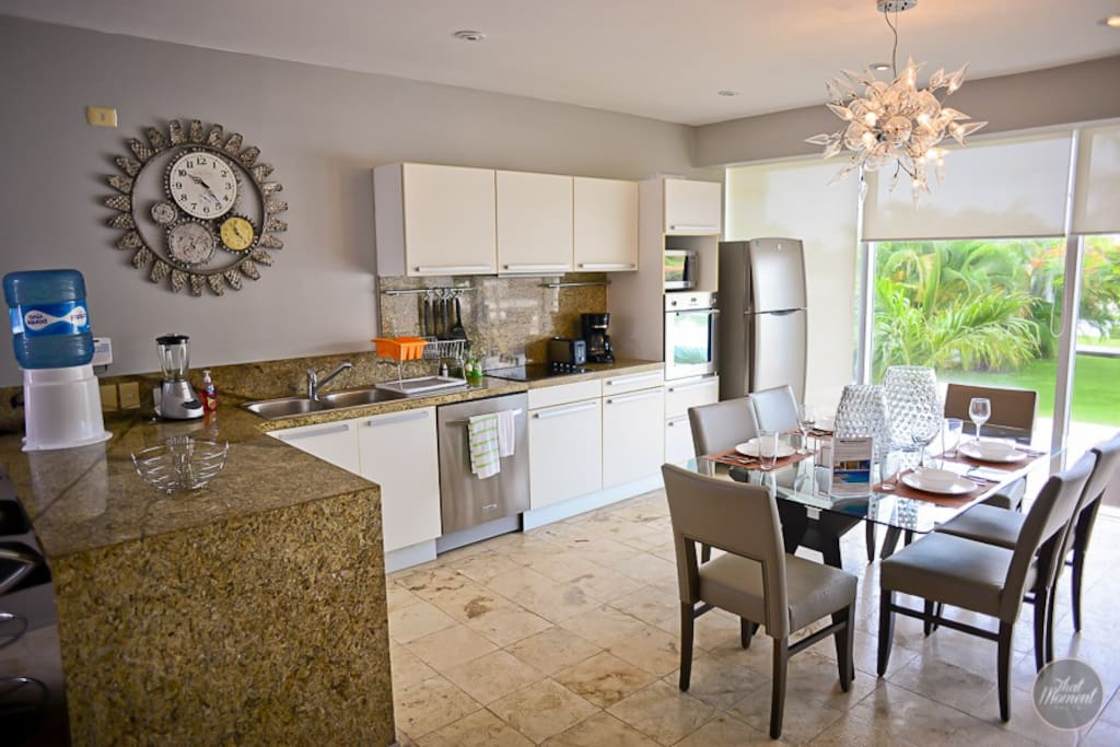 Dinning for 6 and full equipped kitchen