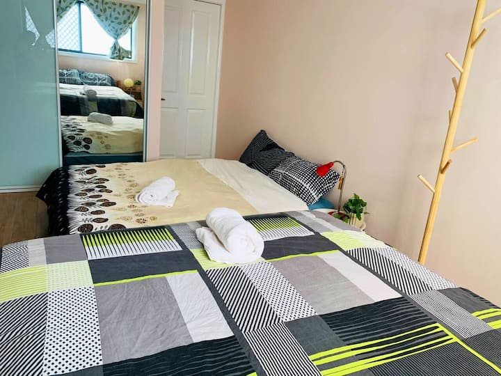 Spacious room & ensuite up to 4- walk to bus stop