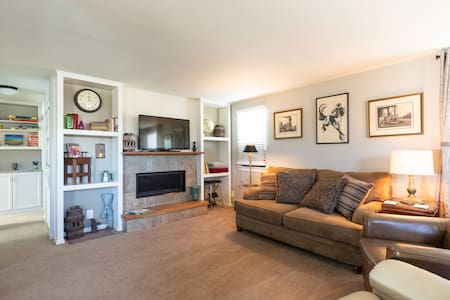Spacious Cottage with Vintage Charm Near Olde Town