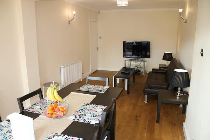 House near Epsom, ideal for business travelers