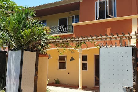 4 kot nou guest house, 2 minutes walk to the beach