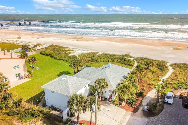 Luxury beachfront home w/ a renovated deck & full kitchen - walk to the sand