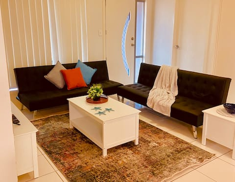 ★ ♥ Workers 4 Bdrm Modern Home A/C, WIFI