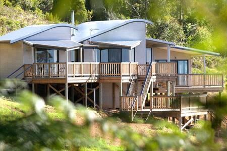 Serendeva: Private retreat with stunning views