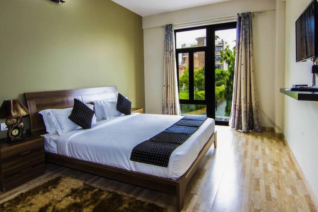 Executive Suites Master Bedroom