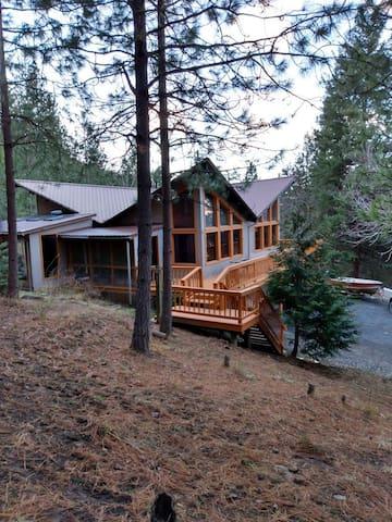 County Line Mountain Lodge