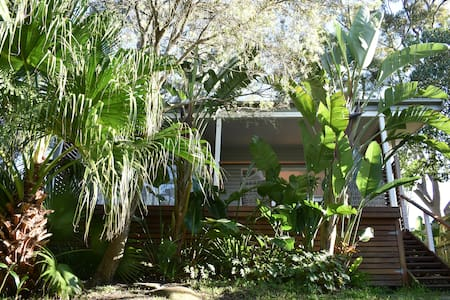 Private tropical  Bungalow - Manly area