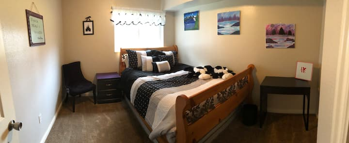 Pet Friendly Private Bedroom & Private Bathroom.