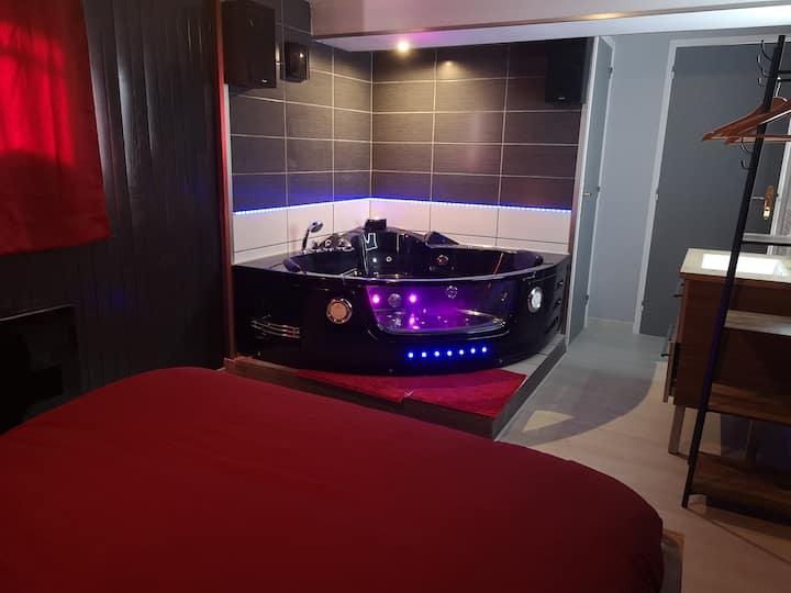 Love Room au calme, jacuzzi, sauna