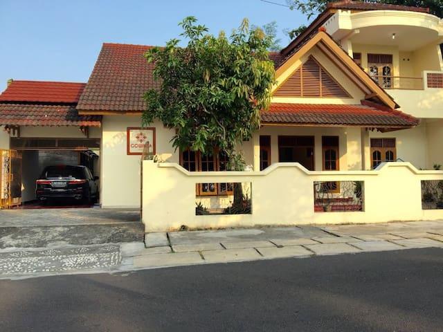 Gowinda Guest House 2 - Penginapan Full 1 Rumah - Kecamatan Sleman - Pension
