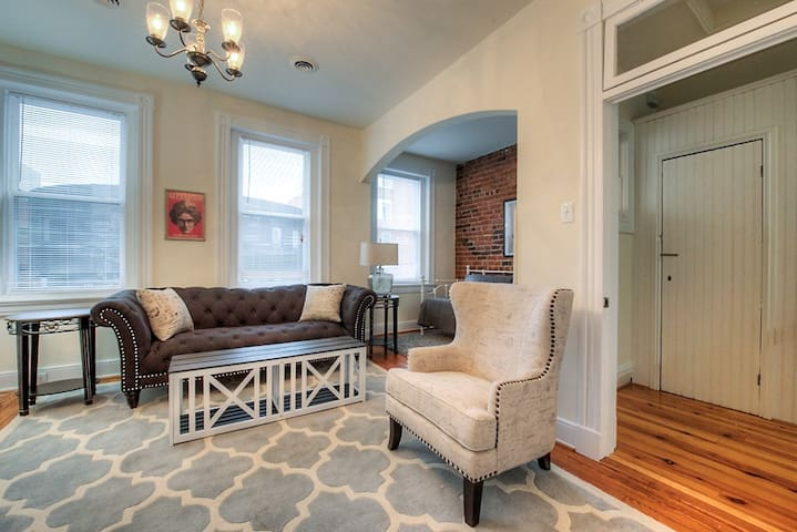 Richmond FAN/Carytown  1 BR Free Park Robinson