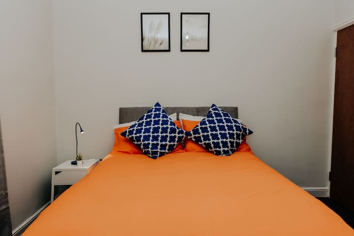 Cheap and cheerful room in Hanley Stoke on Trent