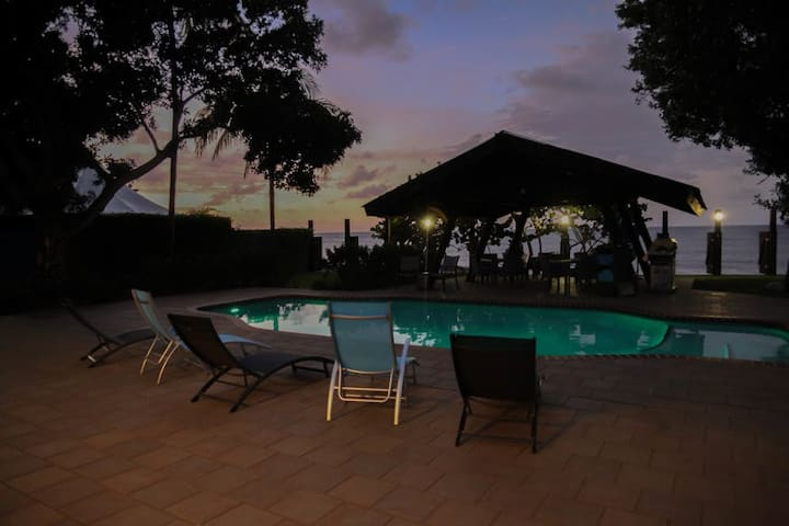 Room 1 (Poolside) - Vacation Rentals at Salitre