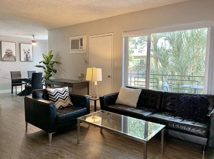 Specious 2BR Apt Home w Pool and Gym Close to DTLA