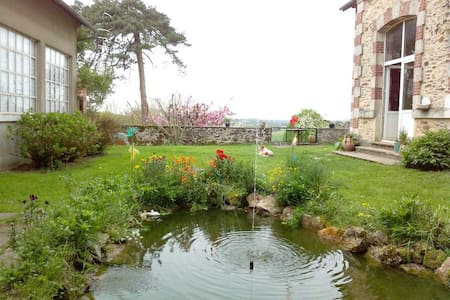 Chambre 1 grand lit indépendante - Arnac-Pompadour