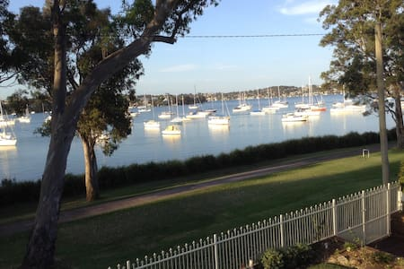 Wangi Cove B & B Waterfront Reserve Apartment - Wangi Wangi