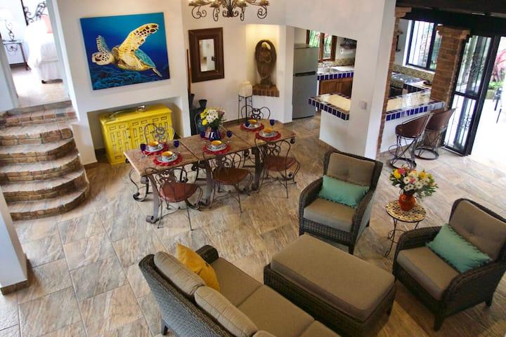 Casa Coronita 2BR Casita downtown 3 blocks 2 beach