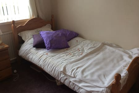 Room in house in East Belfast (Female guests only) - Castlereagh - Haus