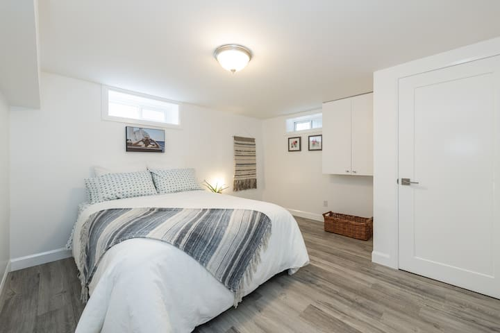 Spacious second bedroom with organic cotton sheets and new linens... with large closet