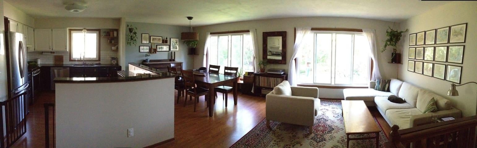 Family Friendly Home - Monona - Huis