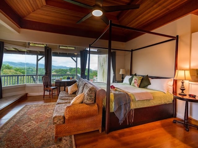 Ulu Suite-Stunning mountain & distant ocean views