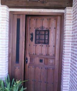 Casa Rural confortable bien situada - Altres