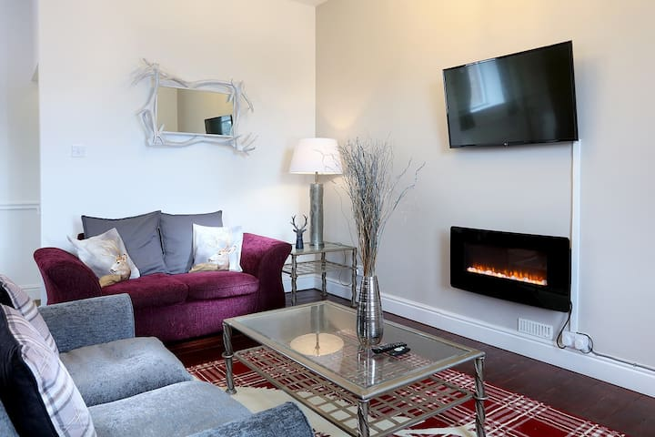 Deluxe 2 Bedroom Serviced Apartment ( Sleeps 6 )